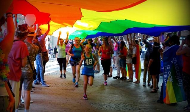 De Rainbowrun tijdens de Gaypride.