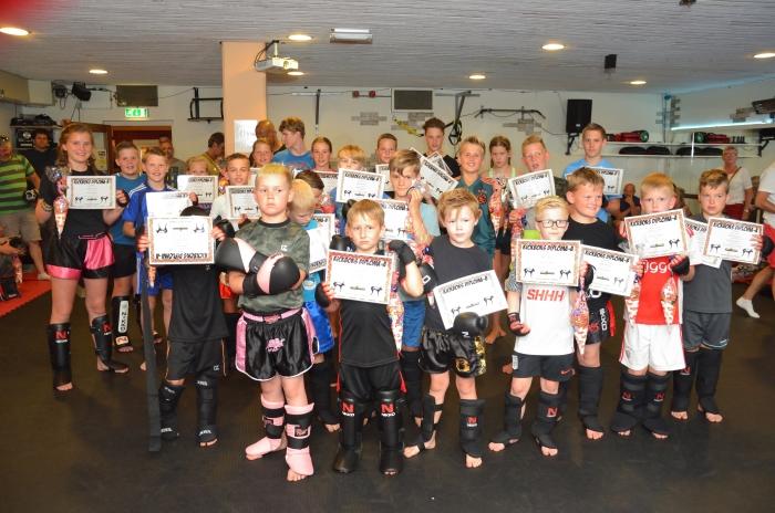 De jeugdleden van Fitness Centrum Hoevelaken zijn trots op hun gehaalde diploma