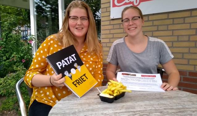 Sarah Honig en Nienke Streefkerk wonnen een eerste prijs met hun profielwerkstuk dat de heikele kwestie patat of friet behandeld.