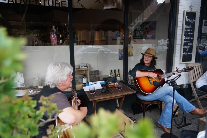 Muziek Terras Winkelcentrum Putten VVV Putten © BDU media