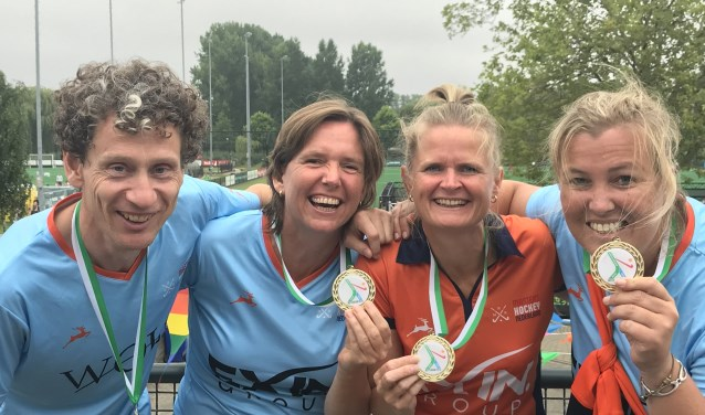 V.l.n.r. Ton van Hekezen, Judith Roovers, Nienke Lokhorst, Eveline van der Pas