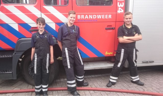 Sam, Giovanni en Tim (v.l.n.r.) voelen zich al echte brandweerlieden.