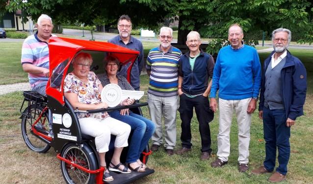 Dankzij de Vrienden van St. Joseph kunnen ouderen in Achterveld een ritje maken met de riksja.