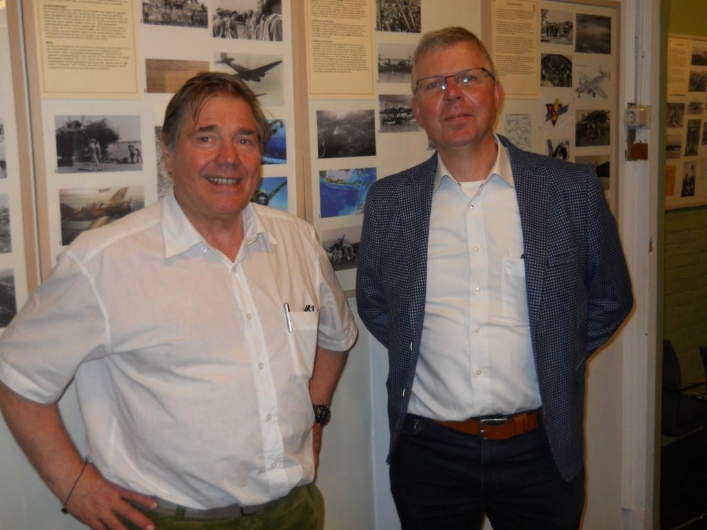 Goos Hageman en René van Duist, samenstellers van de tentoonstelling over vlieger Guus Hagers.