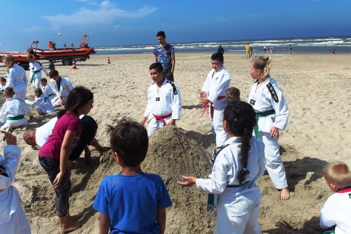 Winnaars van de grootste zandberg Choi Do Kwan de Meern H Wafai © BDU media