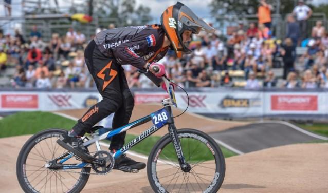 Guus Klinker (11) is Europees en wereldkampioen BMX geworden.