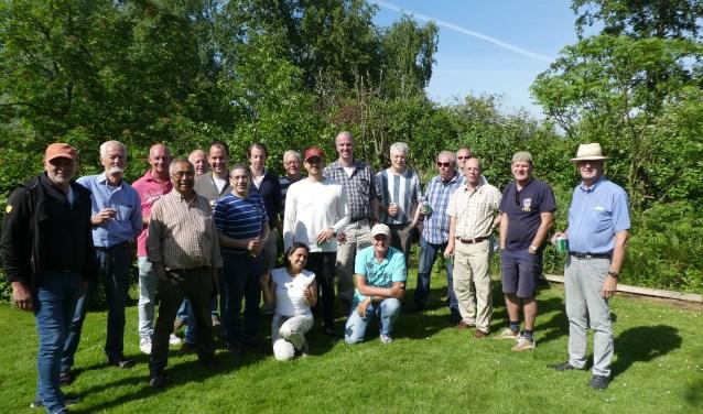 De vrijwilligers van Stichting Belklus vieren het 25-jarig jubileum.