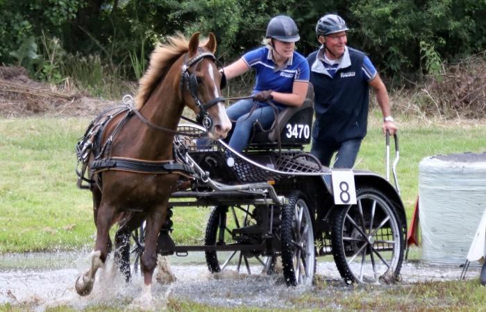 Winnares Sanne van Harten met groom Peter van de Steeg en het paard Maranga