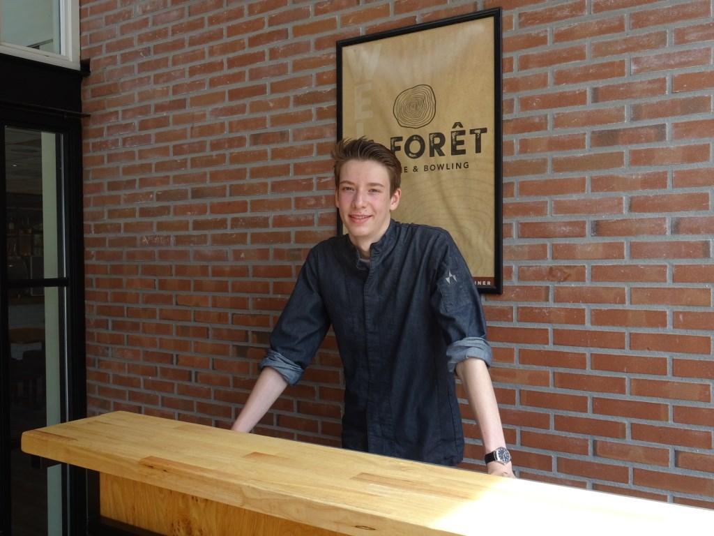 Timo van Rossen bij het restaurant van RCN het Grote Bos.