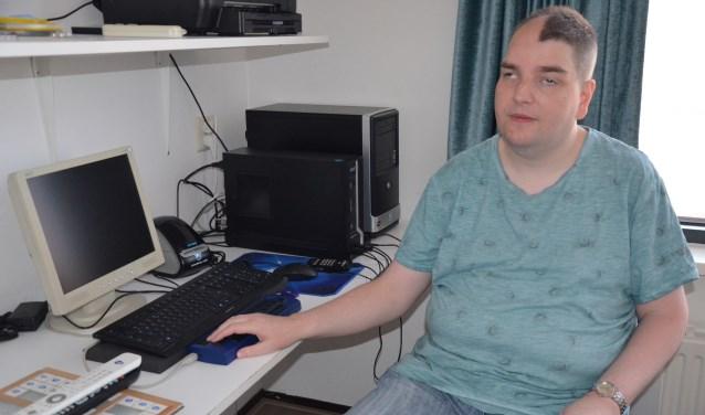 Dennis ten Boske heeft voor zijn werk een brailleprinter nodig