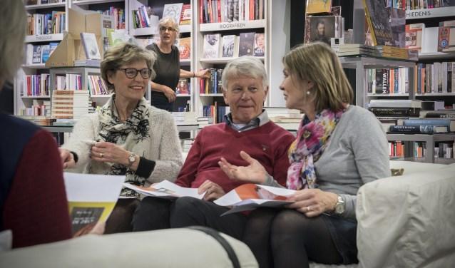 Bibliotheek Eemland en Senia Leesclubs houden een 'open leesclub' in bibliotheek Het Eemhuis.