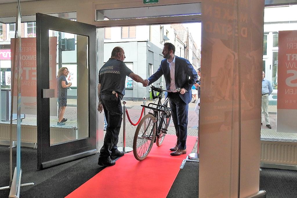 Opening van de bewaakte fietsenstalling in de Kruisstraat in de zomer van 2019 foto: GP-buro © BDU Media