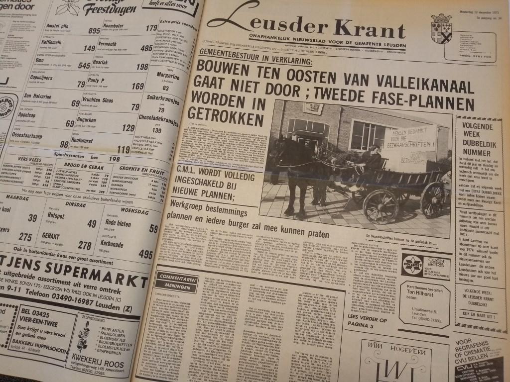 De Leusder Krant maakt in december 1973 bekend dat het College afziet van bouwplannen over het Valleikanaal na uitgebreid protest.  Daan Bleuel © BDU media
