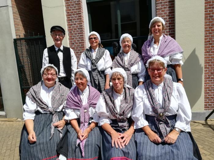 Groepsfoto Volksdansgroep Talima J.den Braanker © BDU media