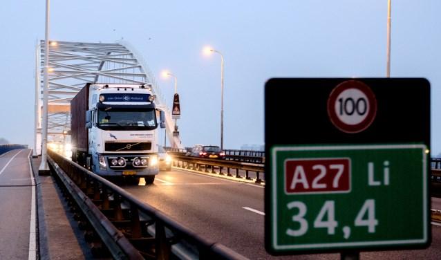 Grote vertraging bij Merwedebrug Gorinchem (A27) , dringend advies: volg de omleidingsroutes