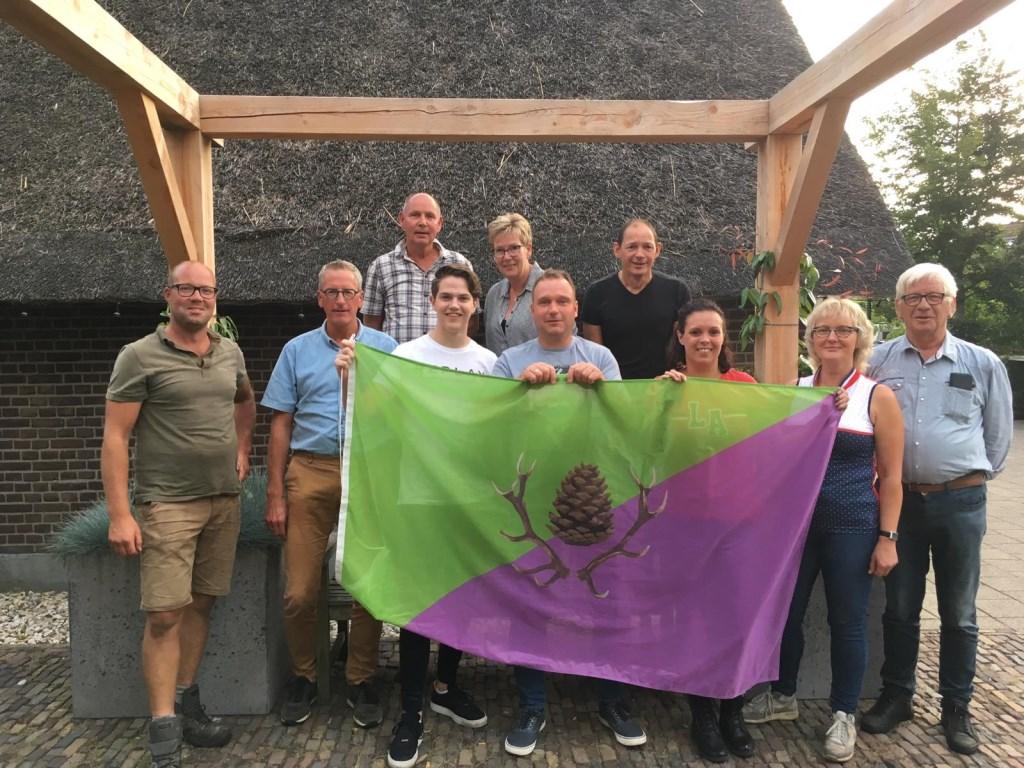 Team Stroe met vlag.