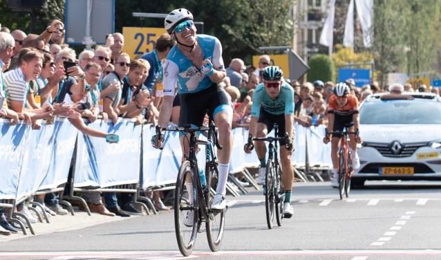 De AustraliërZakaria Dempster won de sprint van Martijn Budding.