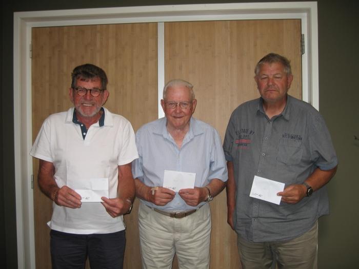 links: 3e E. Hartog, 1e Vas Rietveld, 2e C. Schot, winnaars heren