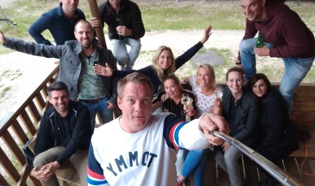 Vivian van Essen (zittende tweede van rechts) ziet graag dat JCI Gorinchem weer groeit.