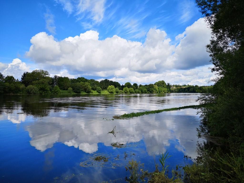 Erik van Wier stuurde deze foto met uitzicht over de rivier de Vienne bij het Plaatsje Troques in de zuidelijke Loire (F).  Erik van Wier © BDU media