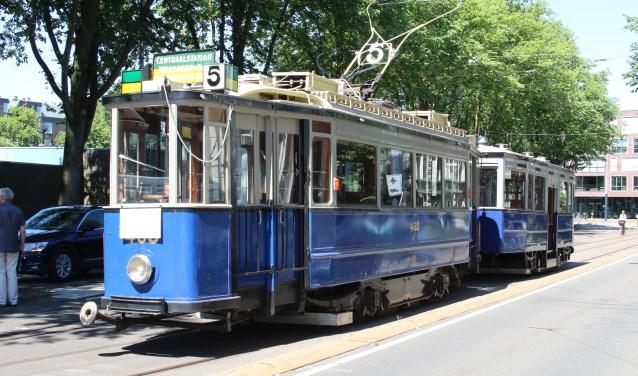 Een van historische trams van de museumtramlijn.