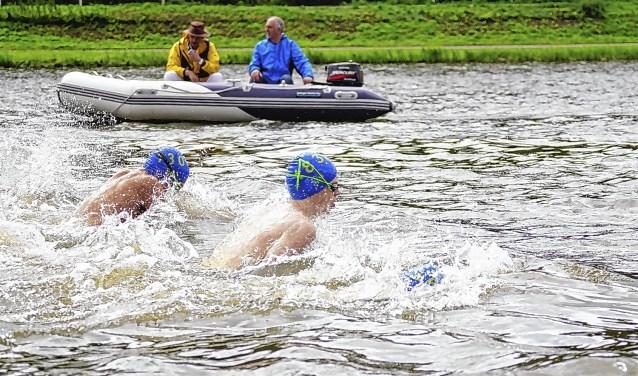 Vanwege de aangetroffen E-coli-bacterie werd de jaarlijkse zwemwedstrijd die op 18 augustus op de Bosbaan gehouden zou worden, afgelast.