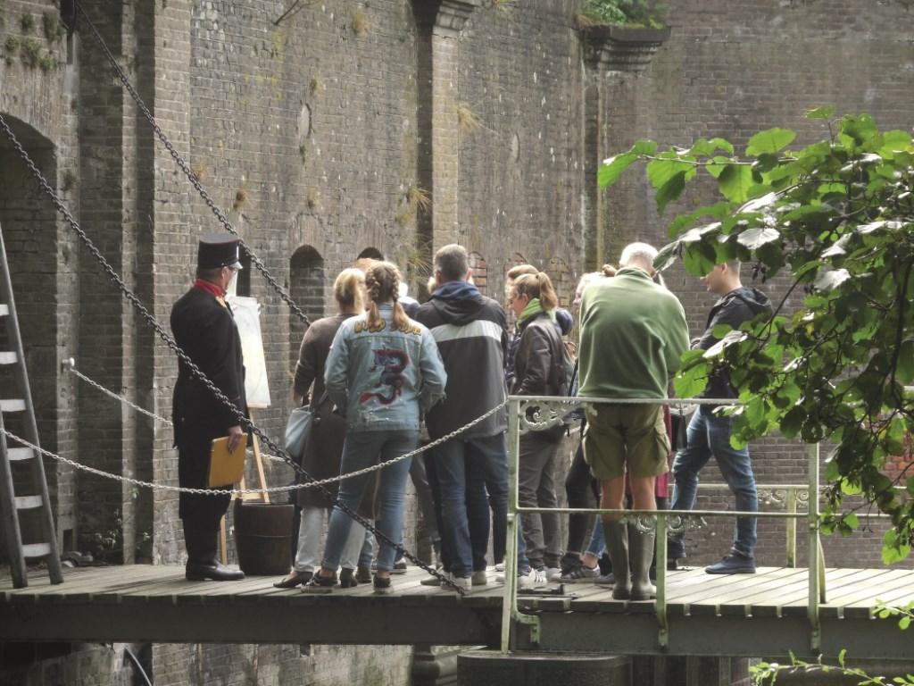 Op zaterdag stelt fort bij Vechten het Reduit open voor publiek, zodat bezoekers het zelf kunnen gaan ontdekken. Er zijn vrijwilligers aanwezig om uitleg te geven. Yvon Hoogendijk © BDU media