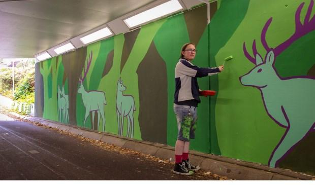 Marijn van de Visser heeft de fietstunnel onder de Nijkerkerstraat voorzien van graffitikunst