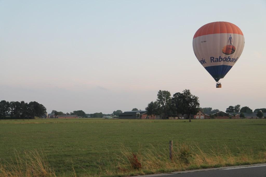 Vlak voor de landing in het weiland bij Harselaar Hannie van de Veen © BDU media