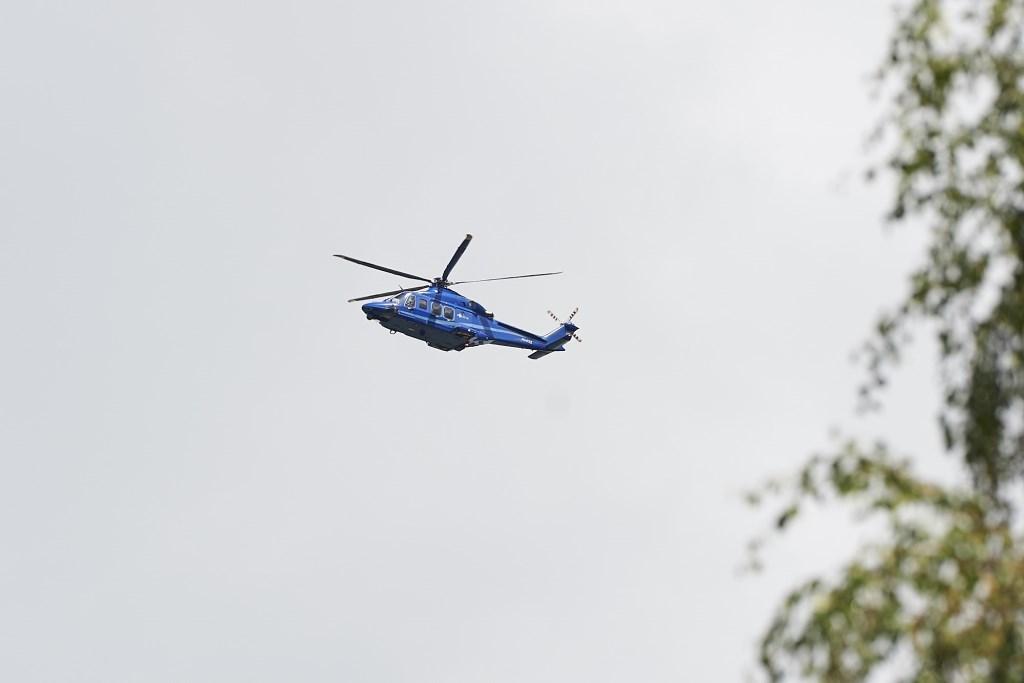 De politiehelikopter op zoek naar drie verdachten. www.wentfotografie.nl © BDU media