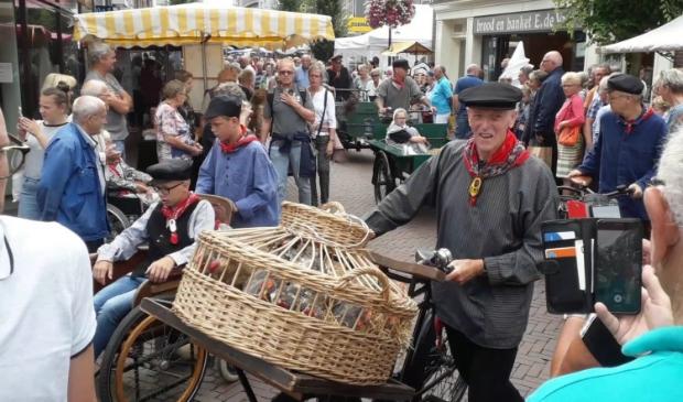 <p>Sfeerbeeld van de Oud Veluwse Markt in de zomer van 2019.</p>