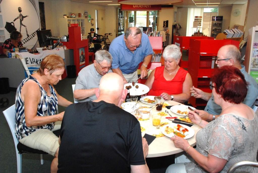 De gezamenlijke maaltijden trekken tussen de 45 en 55 personen. Adriaan Hosang © BDU media