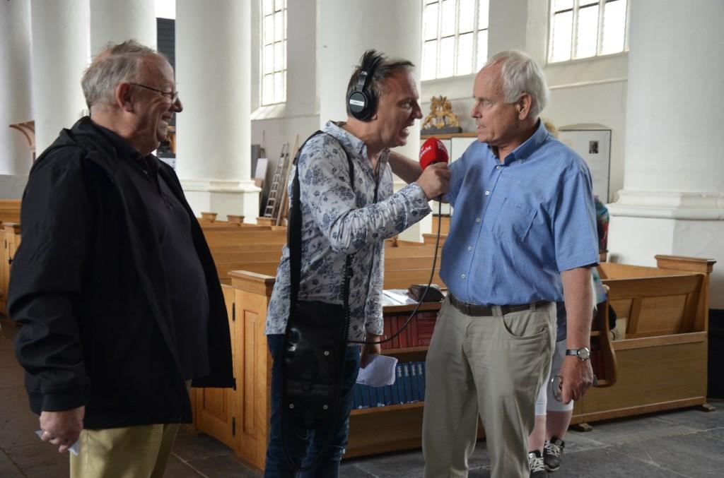 Hans Liefhebber (VVV) geeft uitleg in de Grote Kerk Ali van Vemde © BDU media