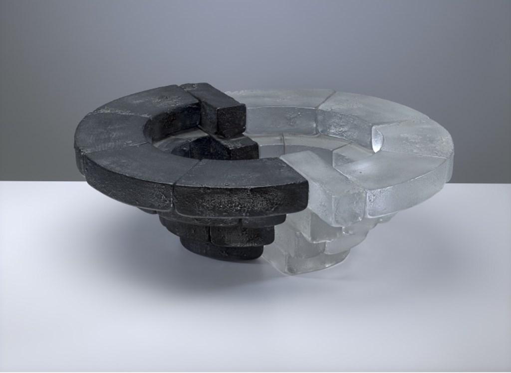 Mieke Groot: Geen Titel (Gegoten Glas)  Collectie Museum Jan van der Togt © BDU media