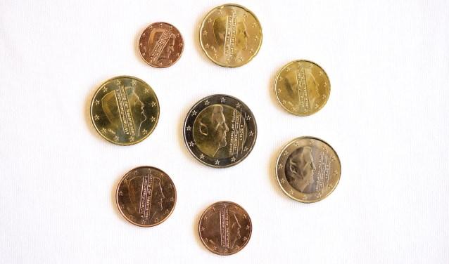 Koning Willem-Alexander slaat nieuwe Nederlandse euromunten
