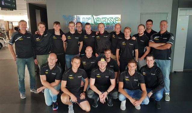 De selectie van HV Eemland. De ploeg debuteert zaterdagavond in Sporthal Beukendal in de eerste divisie.