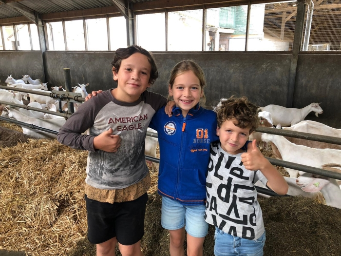 jeugdige bezoekers Kijken bij de Boer © BDU media