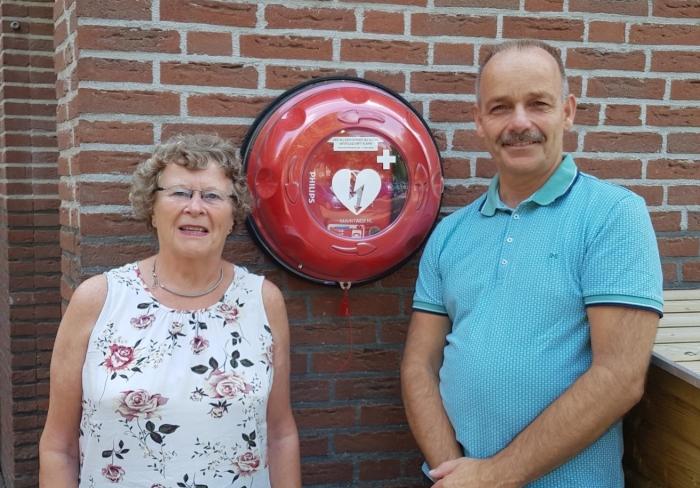 Mevr. van Gent (voorzitter VVE Boterbloem) en Bart Molenaar (initiatiefnemer)