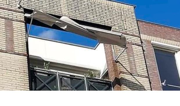 Dit zonnescherm moest door de brandweer worden verwijderd.