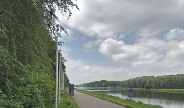 <p>De Bosbaanweg met de daarnaast gelegen Bosbaan.</p>