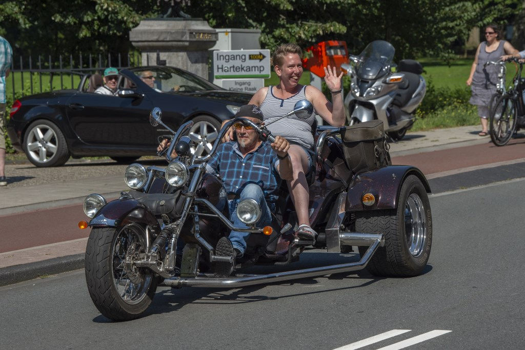 Ilona op een stoere motorfiets Ellen Toledo © BDU media