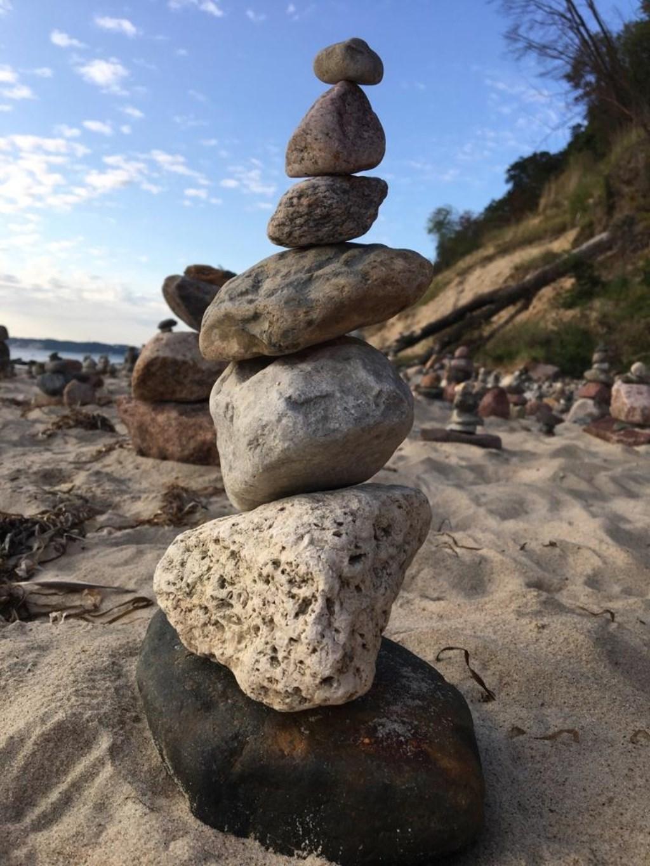 Het noordelijkste puntje van Duitsland, Kap Arkona, stapel stenen aangespoeld op het strand Hans van Wiggen © BDU media
