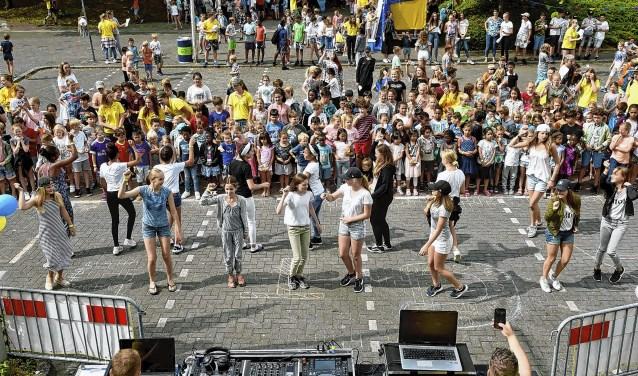 Dansfeest op de thuisbasis van Kinderland bij het HWC.