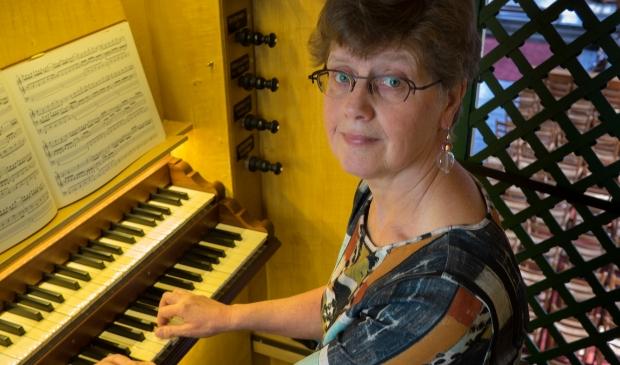 Cantor-organist Gonny van der Maten is op 7 juni via livestream te zien en te horen.