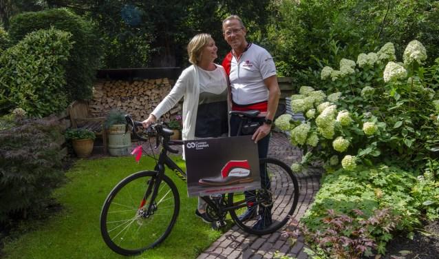 Gijs en Ivonne in hun mooie tuin in Heemstede