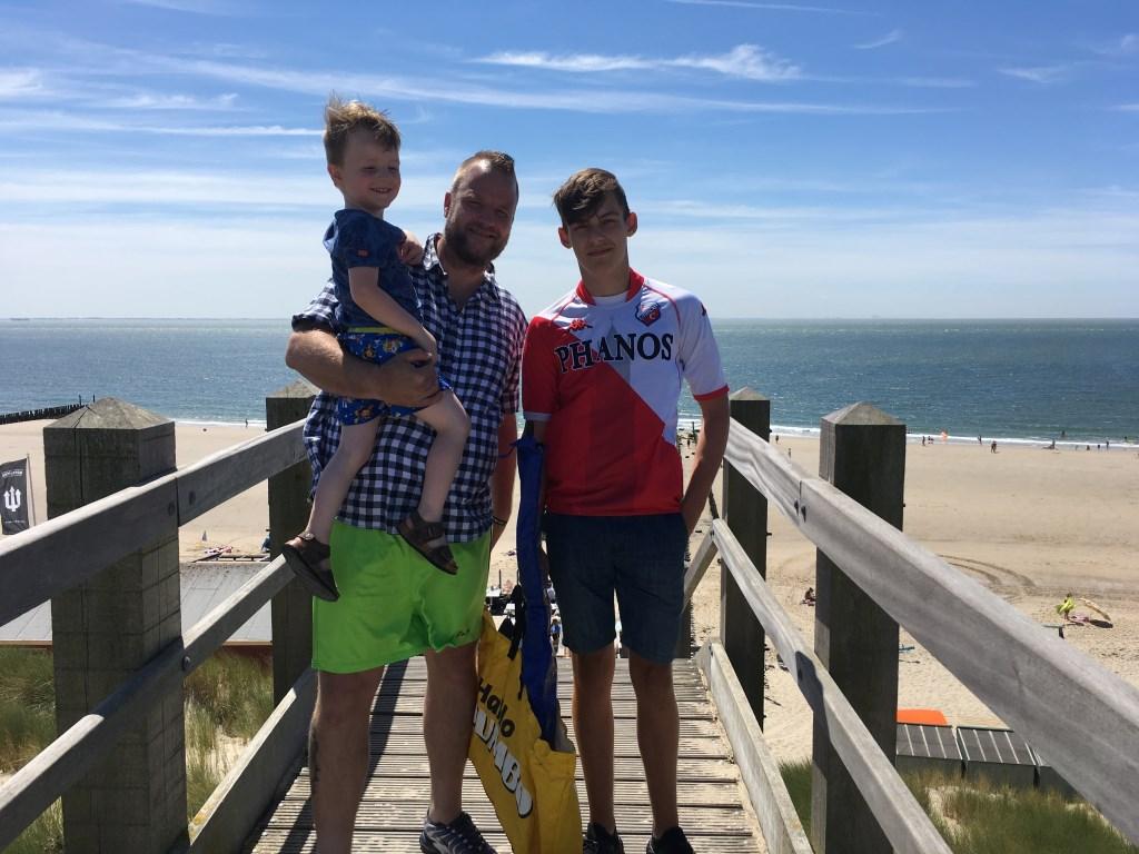 De mannen van familie Berends op Zoutelande: Papa Bjorn, Djay en Denvey Dymphna van der Meer © BDU media