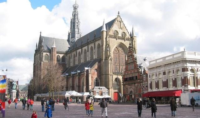Archieffoto van de Grote of Sint-Bavokerk aan de Grote Markt.