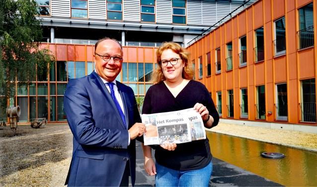 Wethouder Ton Spek van Communicatie en eindredacteur Marjanne Dijkstra van Het Kompas Sliedrecht.