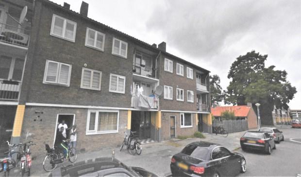 Naoorlogse flats in de Magelhaenstraat; een deel wordt gesloopt om plaats te maken voor nieuwbouw.