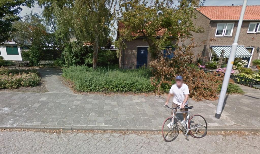 Deze fietser Dýserinckweg vijfhuizen kijkt recht in de camera.  google © BDU media